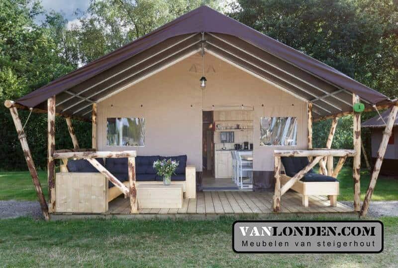 Inrichting glamping tenten (Onze splinternieuwe meubelen op een rij)