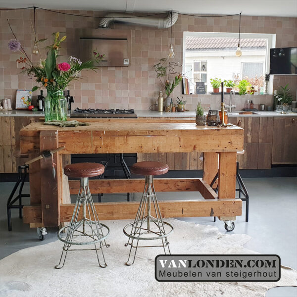 Industriële vintage krukken (Vintage industriële meubelen)