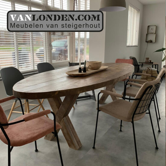 Ovale tafel van balken Pelle (Steigerhouten eettafels online bestellen)