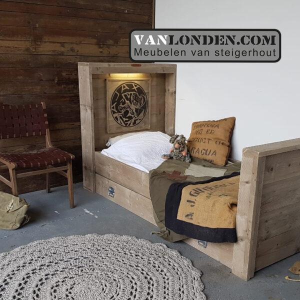 Steigerhouten Ajax bed met lade (Actieve steigerhouten zitbanken bestellen)
