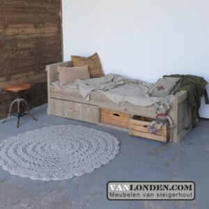 Steigerhouten bed met lades en kistjes Ole (Steigerhouten kinderbedden online bestellen)