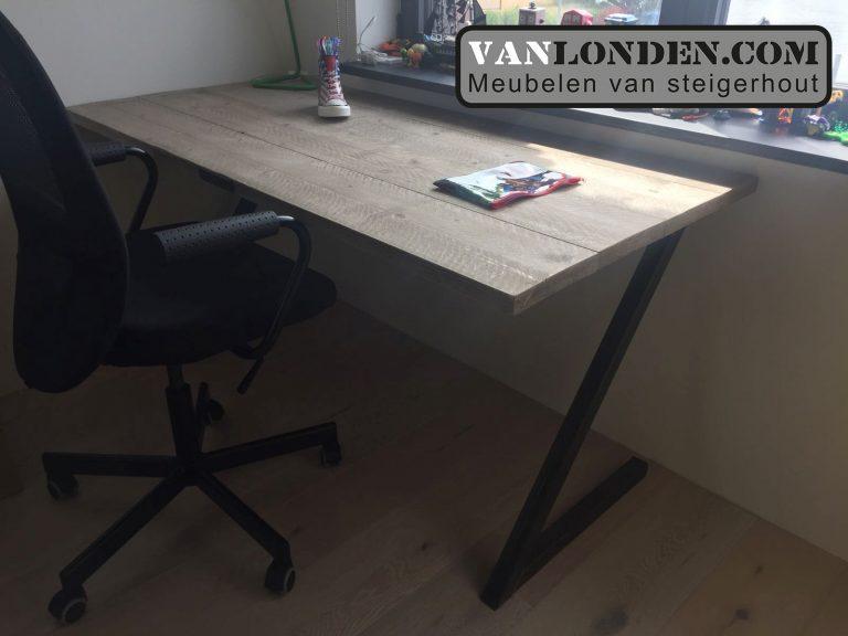 Steigerhouten bureau Mandy (Steigerhouten bureaus op maat gemaakt)