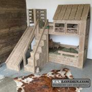 Steigerhouten huisjesbed met glijbaan Ramses (Steigerhouten kinderbedden online bestellen)