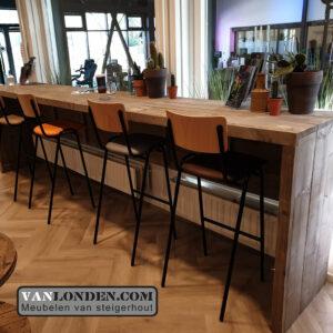Steigerhouten inrichting sportschool Bredapt bar:tafel