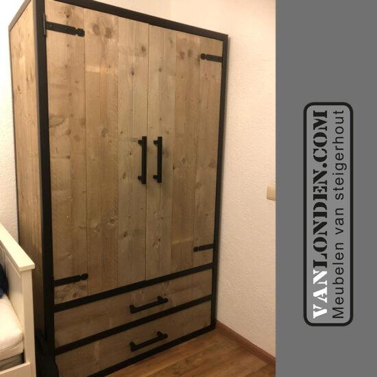 Steigerhouten kledingkast met stalen frame Colombo (Steigerhouten kledingkasten online bestellen)