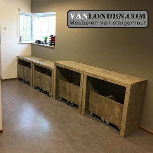 Steigerhouten kastjes inrichting Kinderdagverblijf SmallSteps vanlondencom