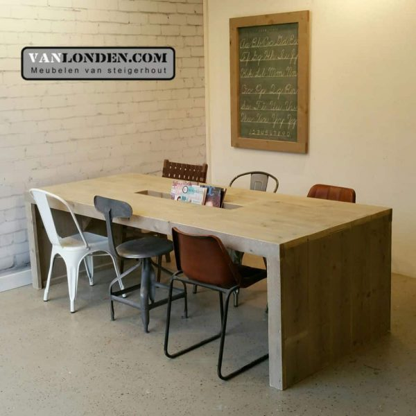 Steigerhouten leestafel met lectuurbak Lisa (Steigerhouten tafels online bestellen)
