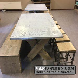 Steigerhouten tafels bankjes inrichting Kinderdagverblijf SmallSteps vanlondencom