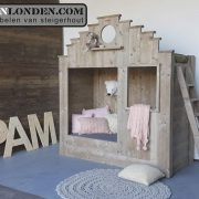 Steigerhouten trapgevel bed Pam (Steigerhouten kinderbedden online bestellen)