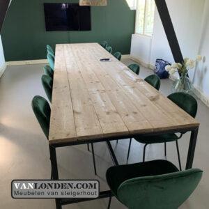 Steigerhouten vergadertafel Irmgard (Steigerhouten bureaus op maat gemaakt)