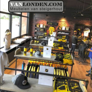 Vanlondencom interieur overview fanshop NAC