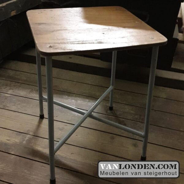 Vintage bijzettafel/ krukje met houten blad (Steigerhouten salontafels online bestellen)