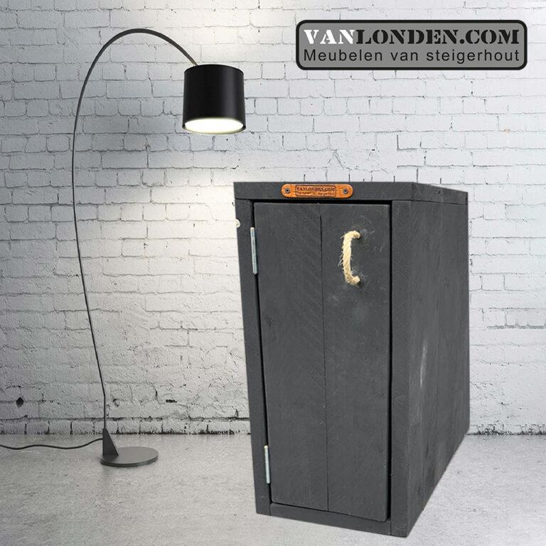 Zwart steigerhouten nachtkastje Roland (Steigerhouten nachtkastjes online bestellen)