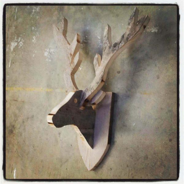 Hertenkop van steigerhout (Houten dierenkoppen online bestellen)