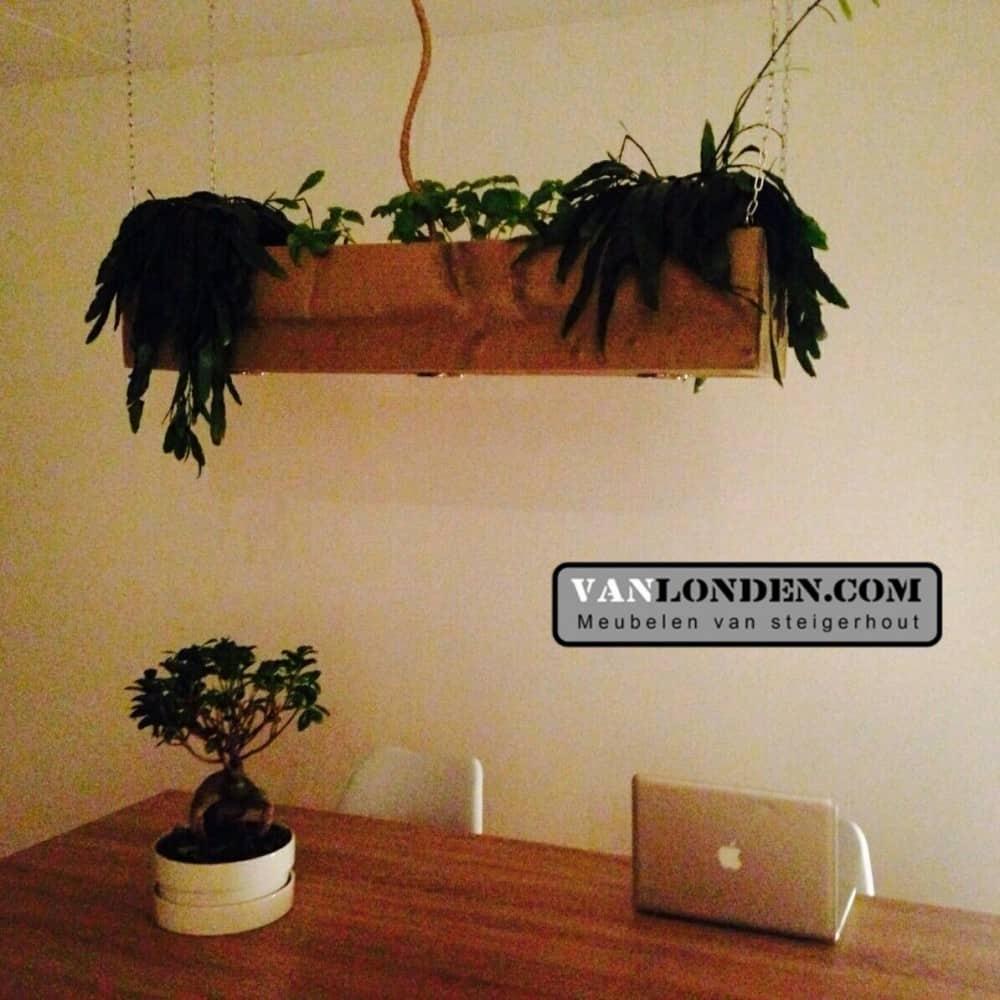 multifunctionele lamp plantenbak cindy vanlonden steigerhout. Black Bedroom Furniture Sets. Home Design Ideas