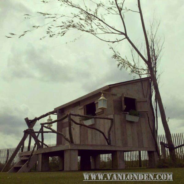 Steigerhouten speelhuis Jens (Steigerhouten speelhuizen op maat gemaakt)