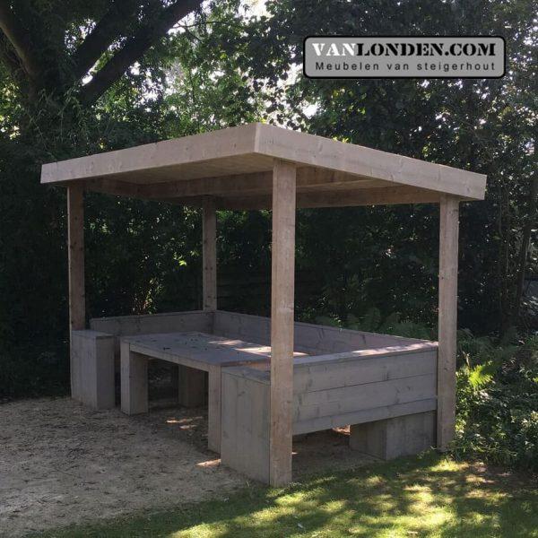 Steigerhouten overkapping met bank en tafel (Steigerhouten overkappingen bestellen)