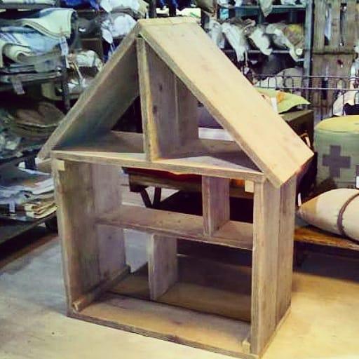 Steigerhouten poppenhuis Jolijn (Steigerhouten speelhuizen op maat gemaakt)