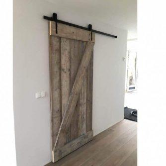 schuifdeur-van-steigerhout-maken-loftdeur-1-700x700
