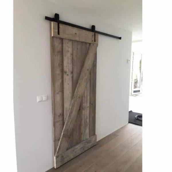 Schuifdeur van steigerhouten planken (Schuifdeursystemen bestel je online in onze webshop)