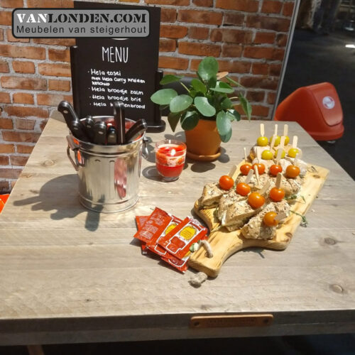 stand Hela door VanLonden Com tafel