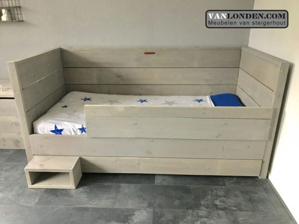 Steigerhouten bedbank Anniek (Steigerhouten kinderbedden online bestellen)