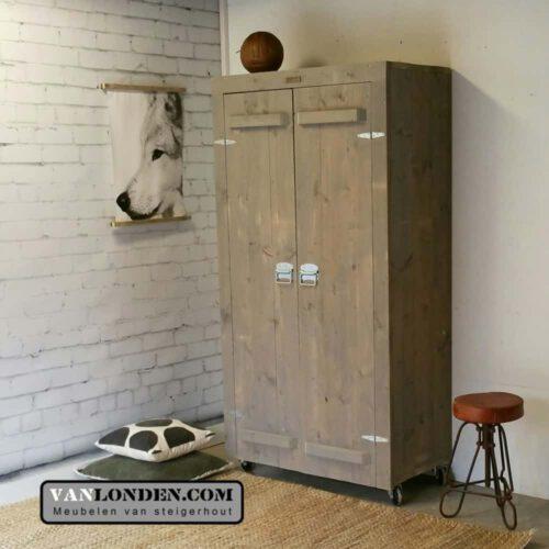 Steigerhouten tv meubel met wand josien vanlonden for Steigerhouten kledingkast