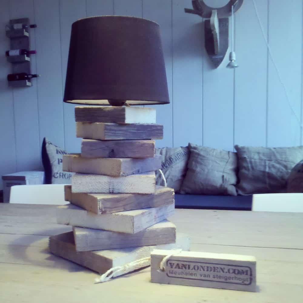 Steigerhouten lampje Bibi (Diverse lampen online bestellen in onze webshop)