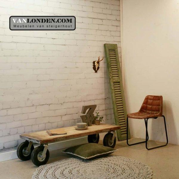 Steenschot houten salontafel op wielen Seth (Steigerhouten salontafels online bestellen)