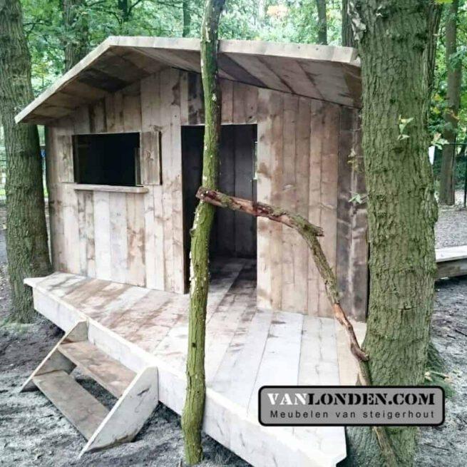 Steigerhouten speelhuis Giel (Steigerhouten speelhuizen op maat gemaakt)