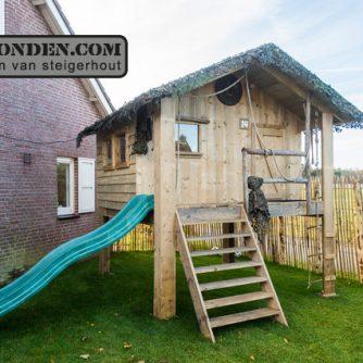steigerhouten-speelhuis-met-glijbaan-1