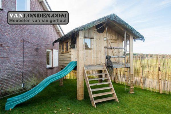 Steigerhouten speelhuis met glijbaan (Steigerhouten speelhuizen op maat gemaakt)