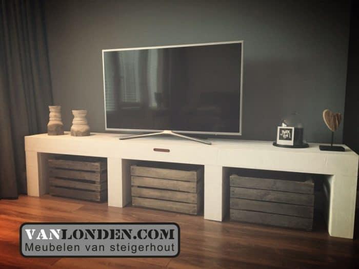 Steigerhouten tv meubel ilse vanlonden steigerhout for Tv meubel steigerhout