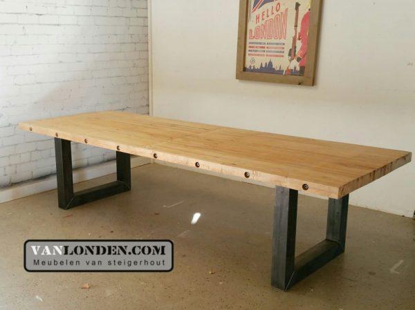 Tafel Stalen Poten : Tafel eefje van oude bowlingbaan met stalen poten vanlonden